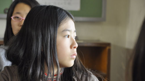 母を失った11歳の少女の、心の機微に触れる『聴こえてる、ふりをしただけ』