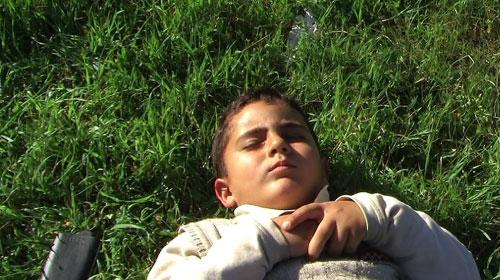 息子の成長を追う父のカメラがパレスチナの現実を写し出す『壊された5つのカメラ』
