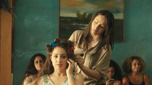 小さな美容室で戦火のなか取り残された女性たちの闘い『ガザの美容室』