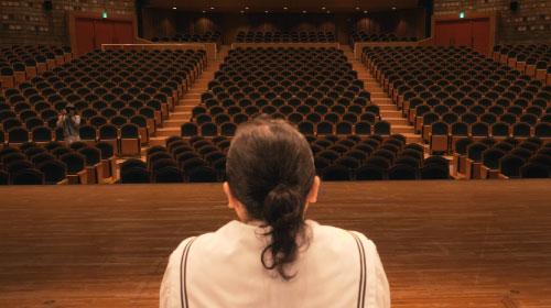 新進気鋭の劇作家が虚実皮膜に「一人の人間」を見つめる『Changes』