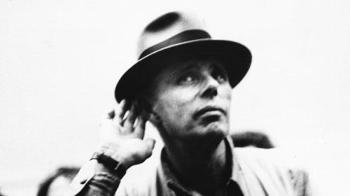 美術館を飛び出し革命を叫んだ伝説の芸術家『ヨーゼフ・ボイスは挑発する』